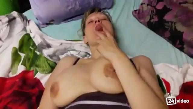 Сисястая жена легла под супруга после откровенного танца
