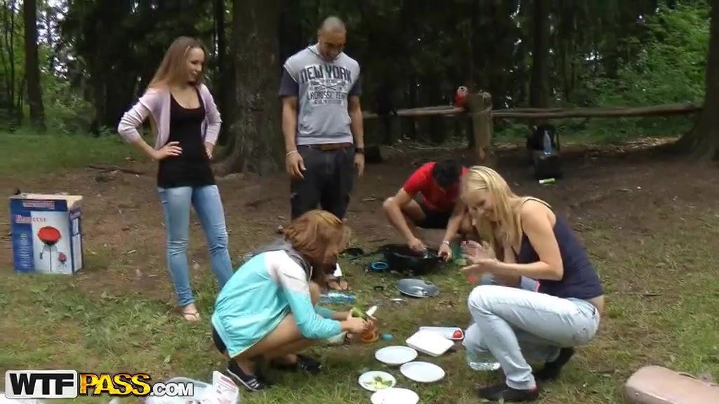 Групповая оргия на пикнике