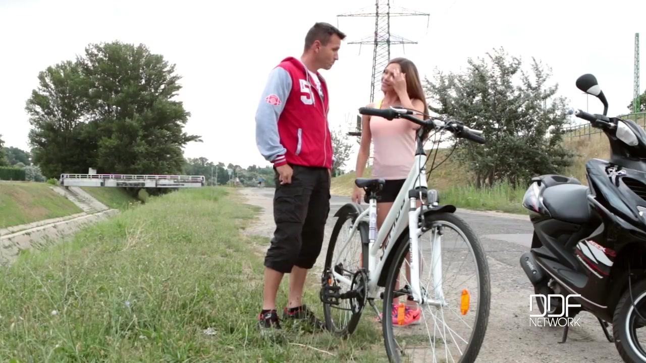 Чпокнул сексуальную велосипедистку