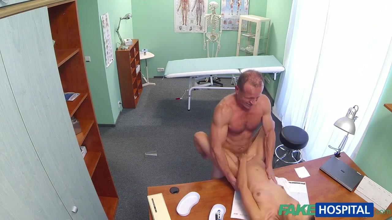 Доктор поимел на столе тощую пациентку